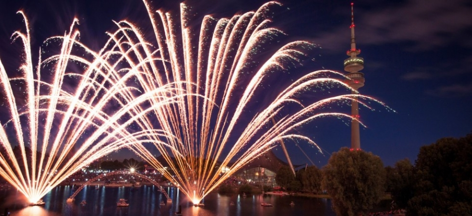 Midsummer Night's Dream – 35 Minutes of Fireworks, July 23