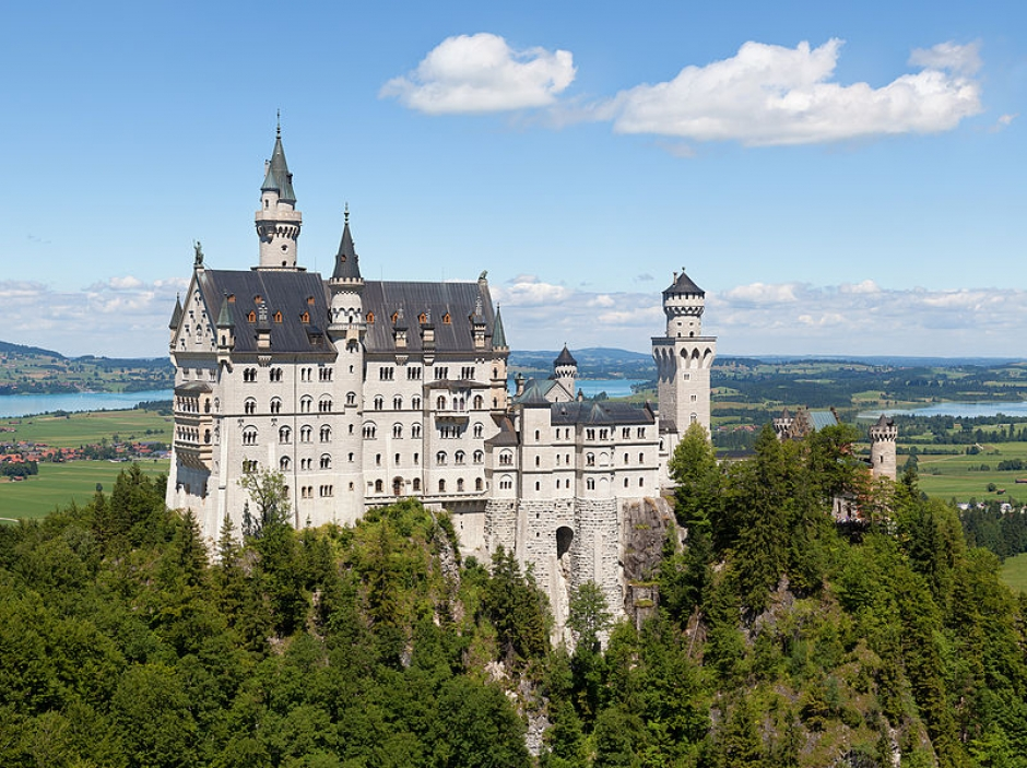 Neuschwanstein & Linderhof Royal Castle and Oberammergau Tour