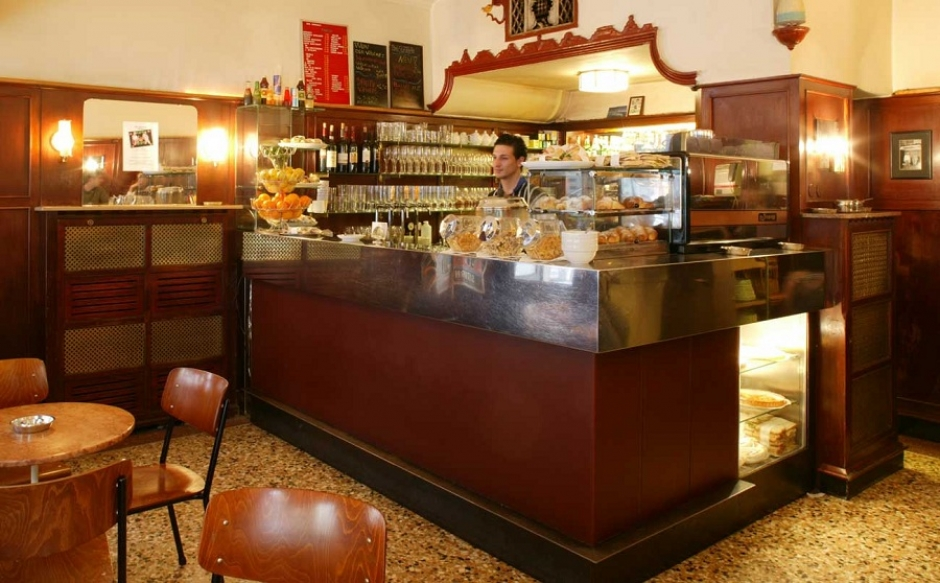 Cafes in Munich: Bar Centrale